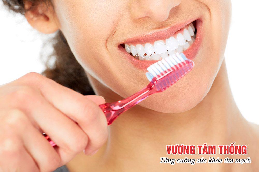Vệ sinh răng miệng để phòng ngừa hở van tiến triển